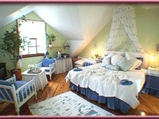 Trellises Guesthouse The Honey Moon Room - Kurrajong Heights vacation rentals