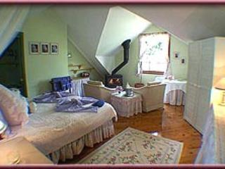 Trellises Guesthouse The Lilac Room - Kurrajong Heights vacation rentals