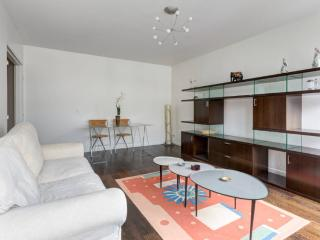 Nice Condo with Dishwasher and Corporate Bookings Allowed - Boulogne-Billancourt vacation rentals