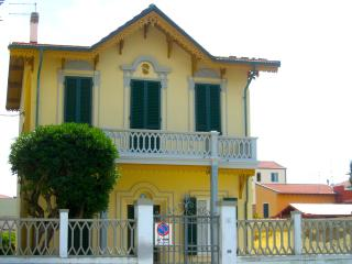 Charming Condo with Satellite Or Cable TV and Patio - Marina di Pisa vacation rentals