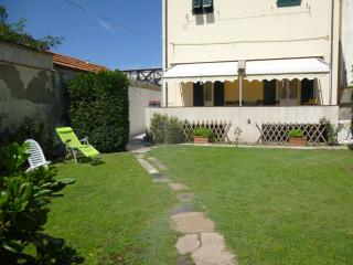 Liberty style house with garden,sea 100m - Marina di Pisa vacation rentals