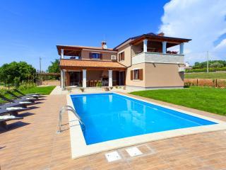 Luxurious 3 bedroom villa, on the large property - Tinjan vacation rentals