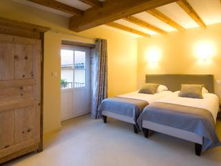 La Cerisaie (01) B&B - The Croix-Roussienne room - Montmerle-sur-Saone vacation rentals