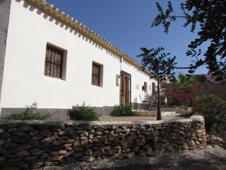 Charming Villa with Satellite Or Cable TV and Outdoor Dining Area - Fuente alamo de Murcia vacation rentals