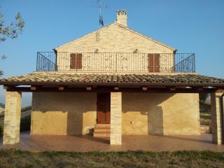 Casale totalemte ristrutturato - Petritoli vacation rentals