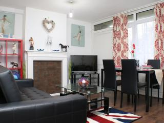 Charming 3 bed! Near Central London, E1 - London vacation rentals
