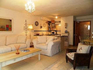 Central Old Town Antibes, Private - 2 Bed - Juan-les-Pins vacation rentals