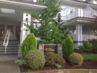 Lovely Apartment in Qualicum Beach with Internet Access, sleeps 2 - Qualicum Beach vacation rentals