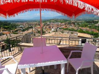 Terrazza Cathedrale. Car Unnecessary. Rome 1hr 15 - Spoleto vacation rentals