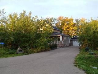 Beautiful 6 bedroom Cottage in Calgary - Calgary vacation rentals