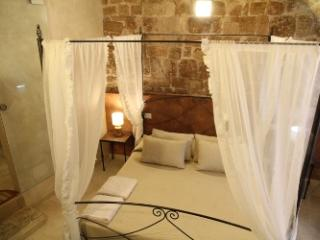 independent rooms located in the historic center - Bari vacation rentals