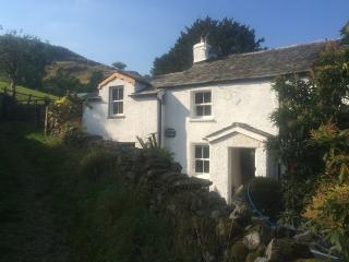 CHARACTERFUL LAKE DISTRICT COTTAGE SKY-TV-FREEWIFI - Kendal vacation rentals