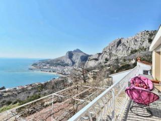 Perfect 5 bedroom Villa in Omis - Omis vacation rentals