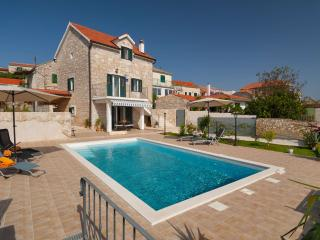 Perfect 2 bedroom Grohote Villa with Internet Access - Grohote vacation rentals