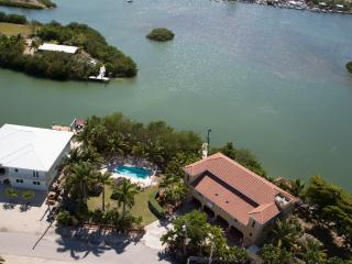 4/5 waterfront gated home, heated pool, boat docks - Marathon vacation rentals