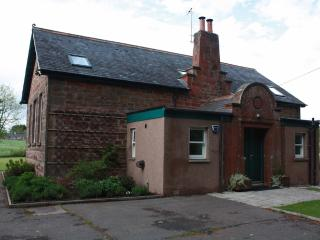 Charming 3 bedroom Brechin Cottage with Internet Access - Brechin vacation rentals