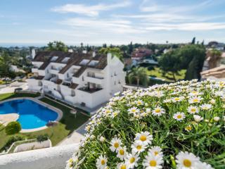 Luxury ocean view apartment within a short walk to Puerto Banus- ELD - Nueva Andalucia vacation rentals