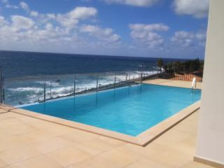 Nice Beach hut with Internet Access and Dishwasher - Jardim do Mar vacation rentals