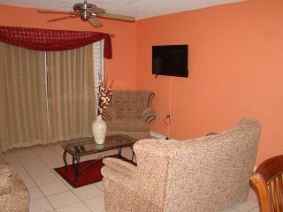 NEW Kingston COOL SHADE HOLIDAYS - Kingston vacation rentals