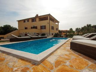 Nice House with Stereo and Safe - Liznjan vacation rentals