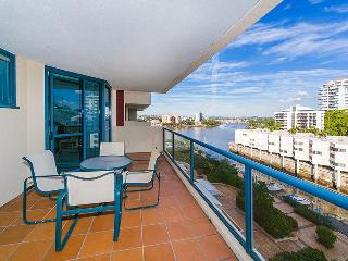 Two Bedroom Unit in Kangaroo Point Pool & Wif - Brisbane vacation rentals