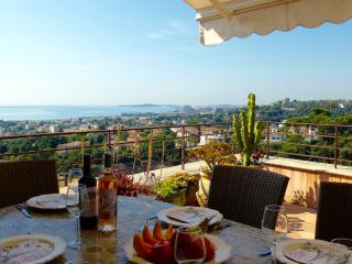 Lovely Home on Church Square with Super Sea Views - Cagnes-sur-Mer vacation rentals