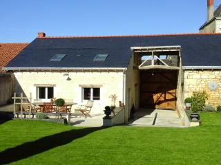 Bright 4 bedroom House in Le Puy-Notre-Dame - Le Puy-Notre-Dame vacation rentals
