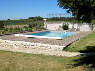 Nice 3 bedroom Touzac Farmhouse Barn with Internet Access - Touzac vacation rentals