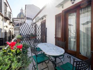 """ATTICO""""L'ALTRA CASA DI TITTI"""" - Palermo vacation rentals"""