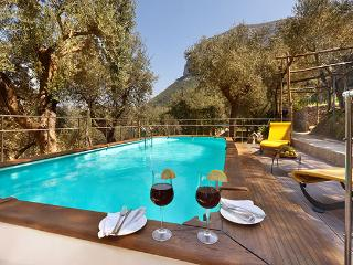 Traditional 2 bedroom villa with private pool - Piano di Sorrento vacation rentals