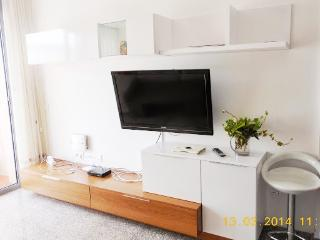 Apartment 2 minutes walking to the beach! - Malgrat de Mar vacation rentals