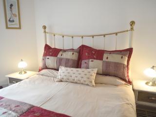 Town centre apartment with parking - Bury Saint Edmunds vacation rentals