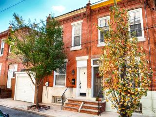 Charming Neighborhood Rowhouse-nice Penn walk 2B2b - Philadelphia vacation rentals