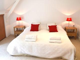Brand new apartment in private park near Paris! - Rueil-Malmaison vacation rentals