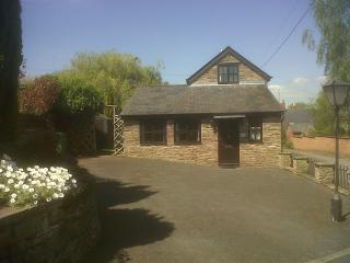 Cosy Cottage two minute walk to village pub - Hay-on-Wye vacation rentals