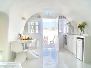 Cally Cave House with Pool in Fira Santorini, NEW - Fira vacation rentals