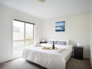 Cosy 2 Bedroom Apartment in Melbourne Ringwood - Ringwood vacation rentals