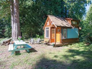 The Micro Cabin In Roberts Creek - 2 min to beach! - Roberts Creek vacation rentals