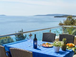TH01800 Apartments Villa Aurora / Three bedroom A4 - Okrug Gornji vacation rentals