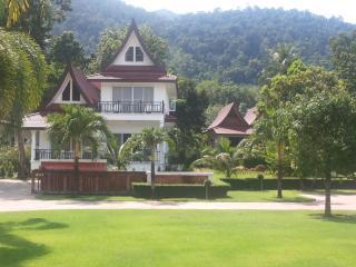 Lavender 4 Bedroom Ocean View Villa - Ko Chang Tai vacation rentals