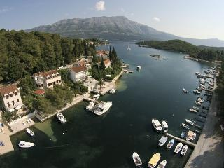 Sunny 3 bedroom Apartment in Korcula Town with Internet Access - Korcula Town vacation rentals