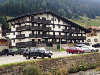 Appartamento ristrutturato vicino agli impianti - Pozza di Fassa vacation rentals