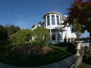 """Above the Bay"" - Suite-Bedrm ,Den,Bath & Kitchen - East Patchogue vacation rentals"