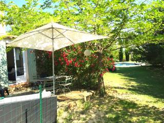2/3 pièces, PISCINE, 2/4 pers, en rez de jardin - Les Milles vacation rentals
