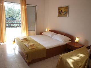 APARTMENT SUN - BASINA BAY - Stari Grad vacation rentals