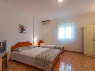 Nice Studio with Internet Access and A/C - Bijela vacation rentals
