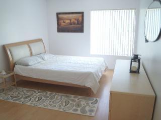 Beautiful 2 Bedroom Condo, Family Friendly - Los Angeles vacation rentals