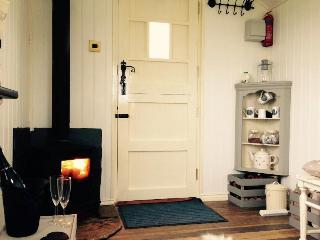 Romantic Shepherds hut with Parking and Fireplace - Green Hammerton vacation rentals