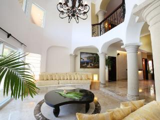 A blend of comfort and affordable luxury, 5BR villa - Puerto Aventuras vacation rentals