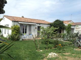 2 bedroom House with Dishwasher in La Flotte - La Flotte vacation rentals